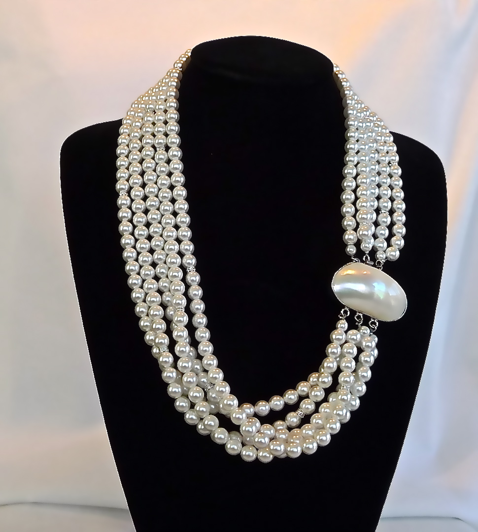 Six Strang Pearl feat. Mother of Pearl Clasp